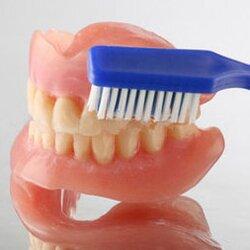 Уход за съемными зубными протезами.